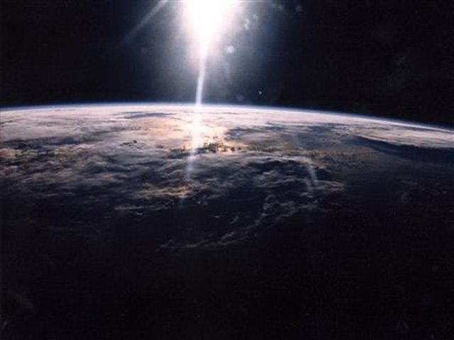 Mặt trời liên quan thế nào với COVID-19, cúm mùa? - Ảnh 1.