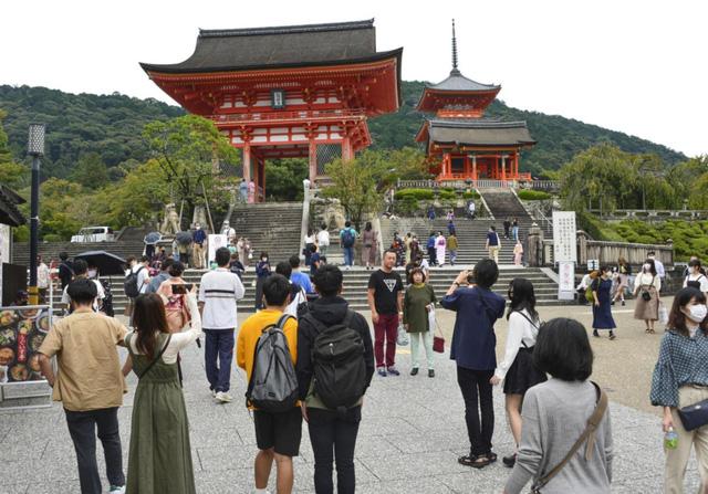 Nhật Bản sẽ ngừng trợ cấp du lịch tại khu vực có ca mắc COVID-19 tăng cao - Ảnh 1.