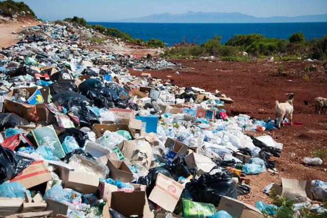 Trung Quốc cấm nhập khẩu tất cả rác thải để ngăn ô nhiễm - Ảnh 1.
