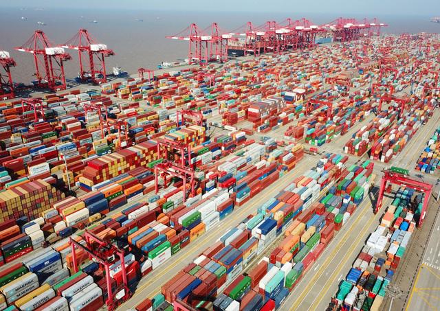 Chi phí vận tải biển tăng vọt do thiếu container ở châu Á - Ảnh 1.