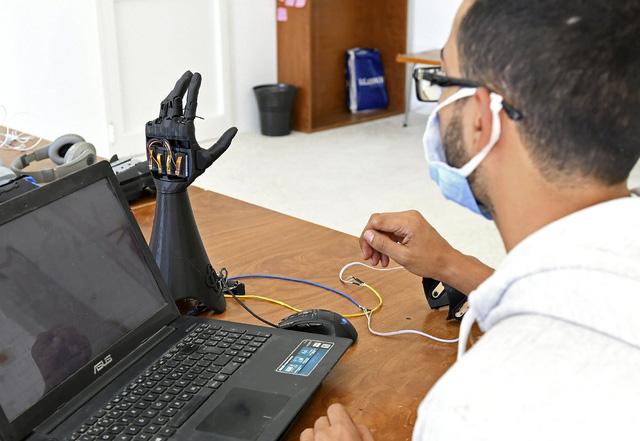 Tunisia phát triển bàn tay nhân tạo bằng công nghệ in 3D - Ảnh 1.