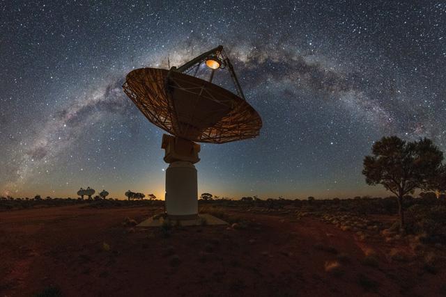 Australia lập bản đồ vũ trụ bằng kính viễn vọng vô tuyến - Ảnh 1.