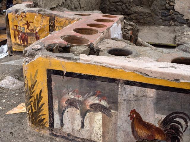 Phát hiện cửa hàng bán thức ăn đường phố thời La Mã cổ đại - Ảnh 1.