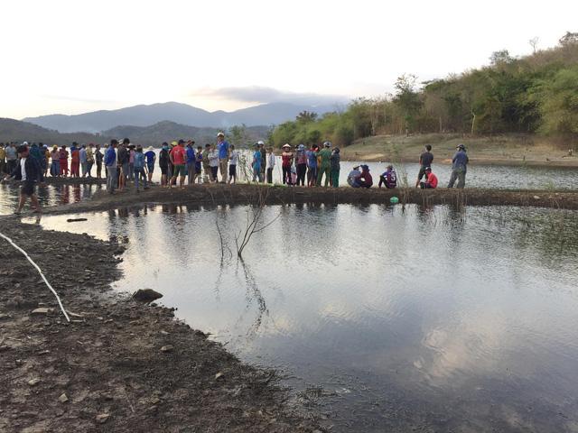 Tìm thấy thi thể nam sinh lớp 10 chết đuối dưới lòng hồ Sông Móng - Ảnh 1.