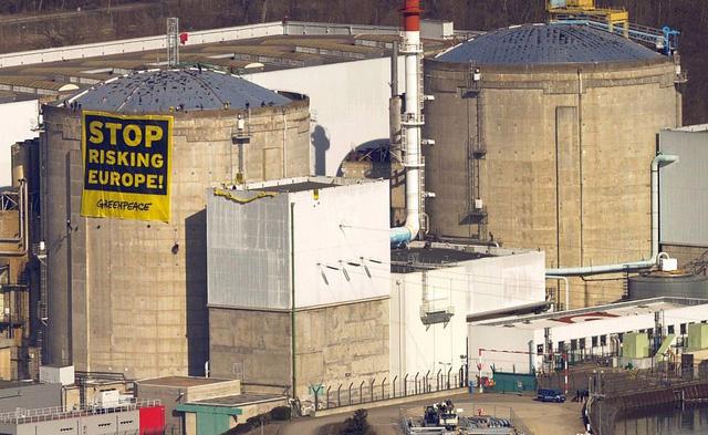 Pháp bắt đầu đóng cửa nhà máy điện hạt nhân lâu đời nhất nước này - Ảnh 1.