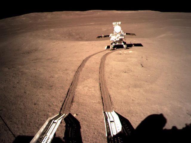 Tàu Trung Quốc vén màn bí ẩn dưới bề mặt vùng tối Mặt Trăng - Ảnh 1.