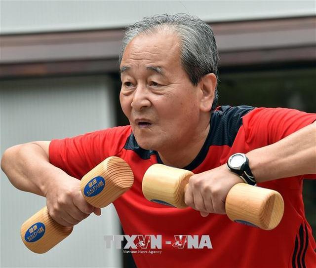 Nhật Bản sửa luật để cho phép người lao động làm việc tới 70 tuổi - Ảnh 1.