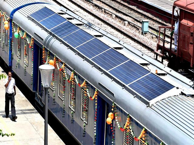 Tàu chạy bằng quang năng - Tương lai xanh của ngành đường sắt - Ảnh 1.