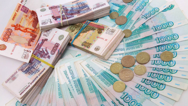 Dong ruble cua Nga giam xuong muc thap nhat trong bon nam