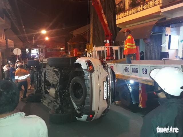 Xe tự lái tông hàng loạt ôtô, xe máy ở phố Tây Đà Lạt - Ảnh 1.