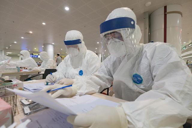 Hai điều dưỡng Bệnh viện Bạch Mai mắc COVID-19, ca bệnh thứ 86 và 87 ở Việt Nam - Ảnh 1.