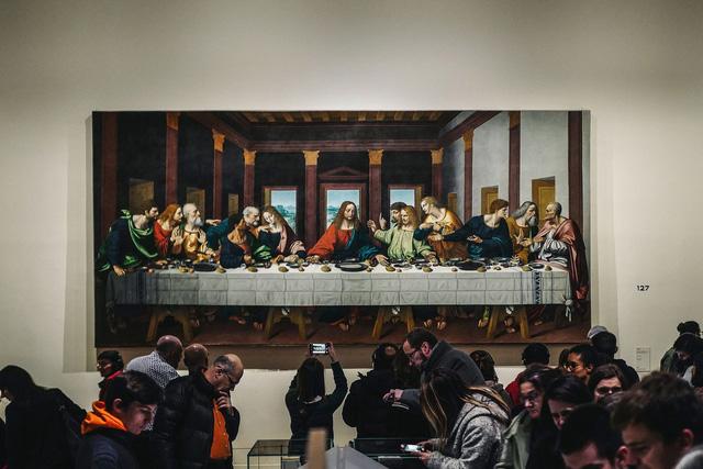 Pháp tạm đóng cửa Bảo tàng Louvre do lo ngại sự lây lan của COVID-19 - Ảnh 1.