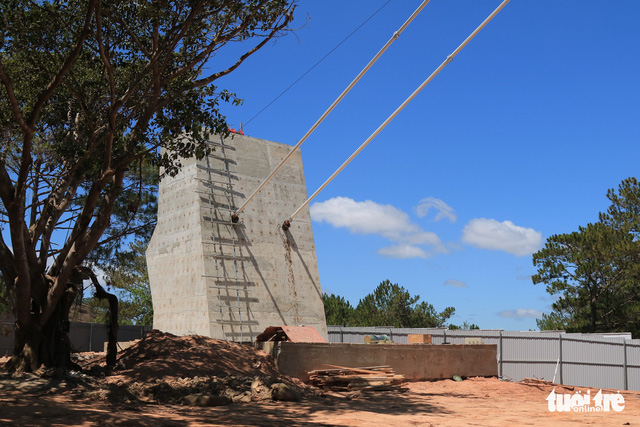Yêu cầu tháo dỡ cầu đáy kính xây lụi ở Thung lũng Tình yêu - Ảnh 2.