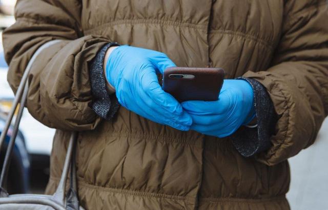 Chính phủ Mỹ muốn định vị điện thoại để theo dõi sự lây lan COVID-19 - Ảnh 1.