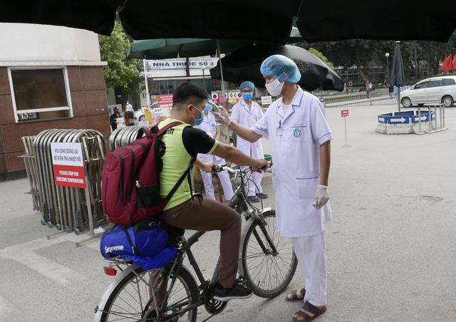 Thêm 7 ca bệnh COVID-19, Bộ Y tế khuyến cáo về việc đi ra ngoài đường - Ảnh 1.