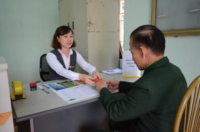 Sẽ chi trả lương hưu, trợ cấp bảo hiểm xã hội qua hệ thống bưu điện - Ảnh 1.