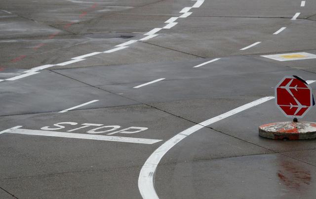 Sân bay Frankfurt ở Đức bị gián đoạn do thiết bị không người lái - Ảnh 1.