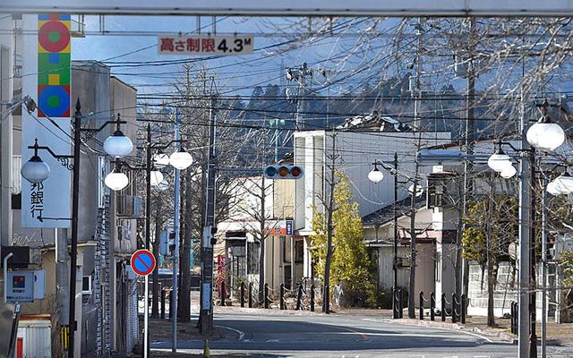 Nhật Bản dỡ bỏ lệnh sơ tán tại thị trấn ma Futaba - Ảnh 1.