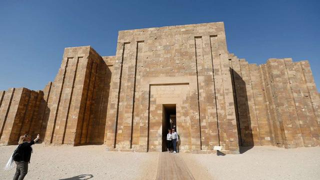 Ai Cập mở cửa trở lại kim tự tháp cổ nhất thế giới sau 14 năm trùng tu - Ảnh 1.