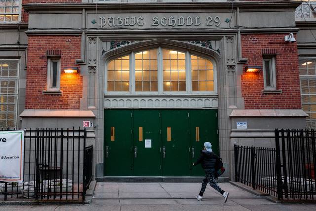 Thống đốc bang New York bác bỏ quyết định đóng cửa các trường công lập - Ảnh 1.