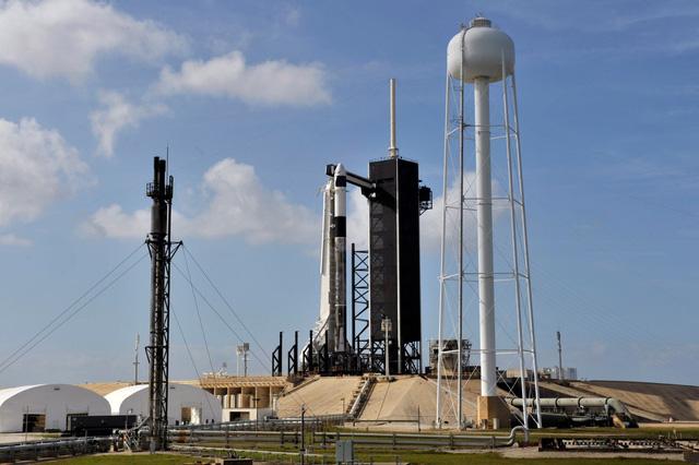 NASA ấn định ngày phóng tàu vũ trụ Crew Dragon của Space X - Ảnh 1.