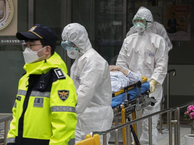 Chuyên gia y tế Hàn Quốc cảnh báo dịch COVID-19 có thể bùng phát trong mùa đông tới - Ảnh 1.