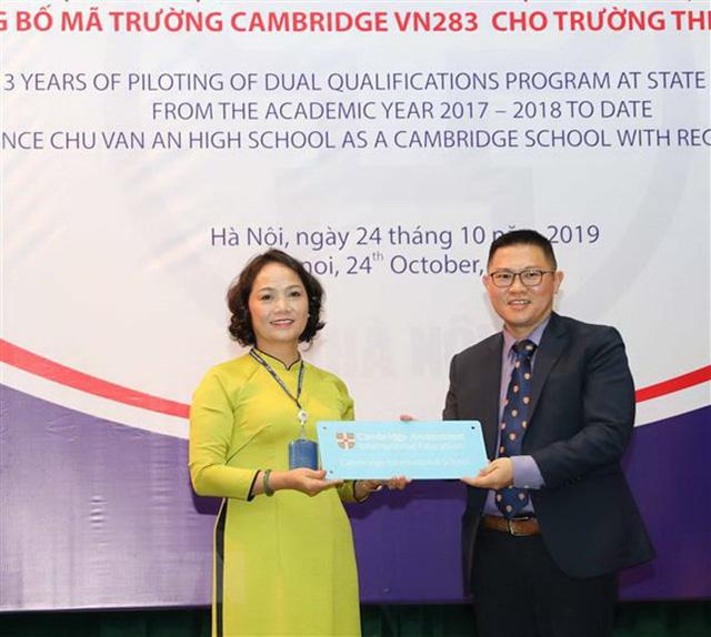Hà Nội tiếp tục tuyển sinh vào lớp 10 chương trình song bằng - Ảnh 1.