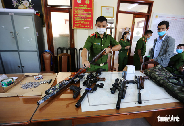 Đà Lạt thu giữ hàng loạt súng hơi hạng nặng - Ảnh 1.