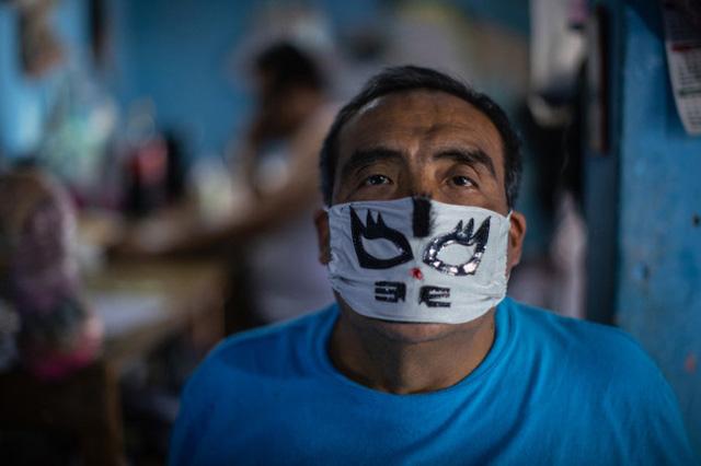 Mặt nạ đấu vật truyền thống của Mexico đắt hàng - Ảnh 1.