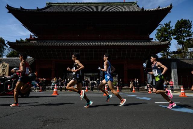 Các vận động viên marathon tham gia chạy đua trên ứng dụng - Ảnh 1.