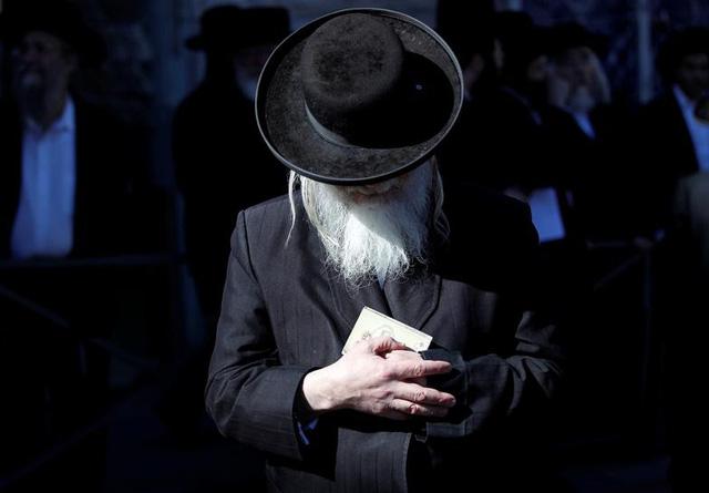 Israel sản xuất khẩu trang dành riêng cho người có râu - Ảnh 1.