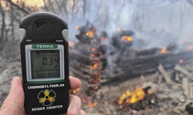 Mức phóng xạ tăng sau cháy rừng gần Chernobyl ở Ukraine - Ảnh 1.