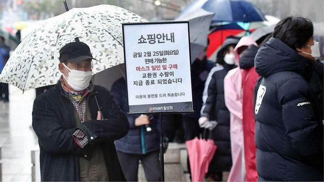 Hàn Quốc phát khẩu trang y tế miễn phí cho lao động Việt Nam - Ảnh 1.