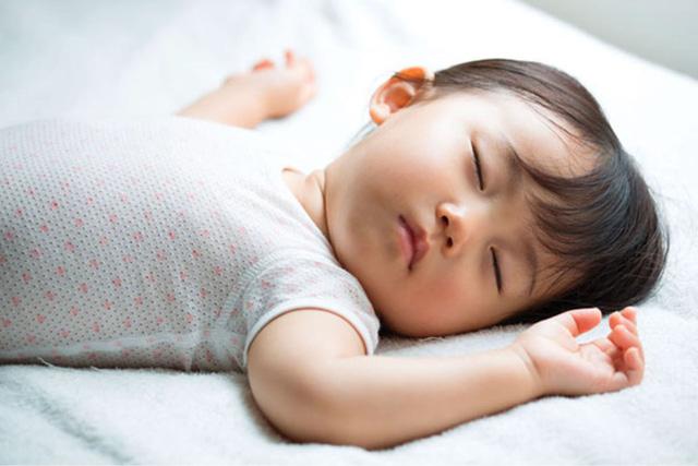 Ngủ sớm có thể giảm nguy cơ thừa cân hay béo phì ở trẻ nhỏ - Ảnh 1.