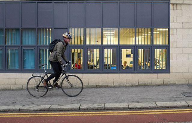 Anh sắp có thành phố chỉ sử dụng xe đạp và xe điện đầu tiên - Ảnh 1.