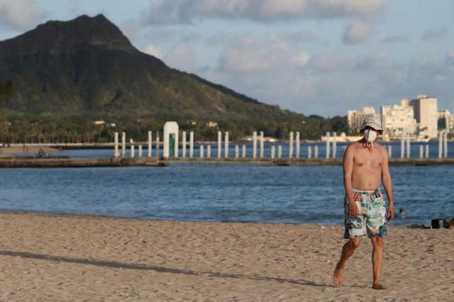 Du khách đi tù vì đăng ảnh biển Hawaii lên mạng xã hội khi đang cách ly - Ảnh 1.