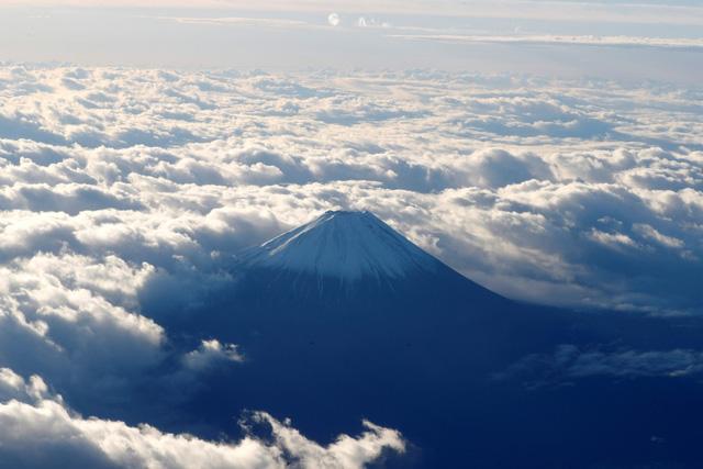 Núi Phú Sĩ đóng cửa trong mùa leo núi năm nay - Ảnh 1.