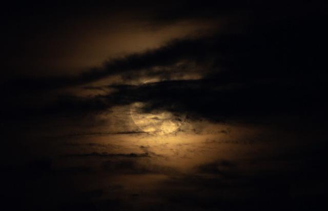 Giải mã bí ẩn Mặt Trăng từng biến mất 900 năm trước - Ảnh 1.