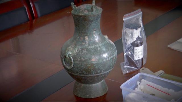 Trung Quốc phát hiện lọ đồng 2.000 năm đựng chất lỏng lạ - Ảnh 1.