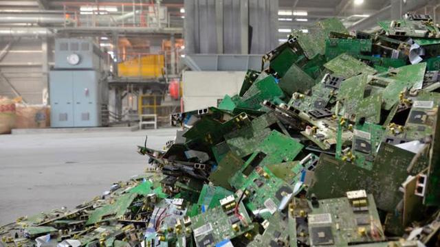 6.800 tấn vàng trong rác thải, Nhật Bản thoải mái sản xuất huy chương Olympic - Ảnh 1.