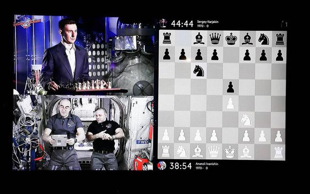 Nga tái hiện trận đấu cờ vua lịch sử từ ngoài không gian - Ảnh 1.