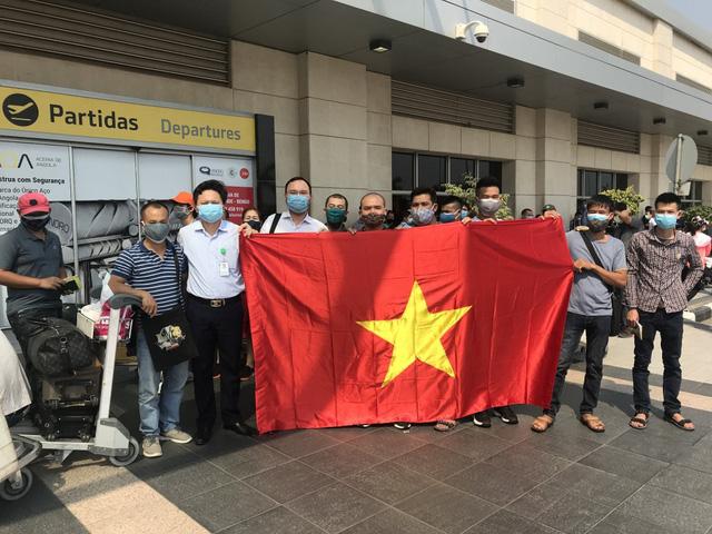 309 công dân Việt Nam từ Angola về nước, cách ly ở Quảng Ninh - Ảnh 1.