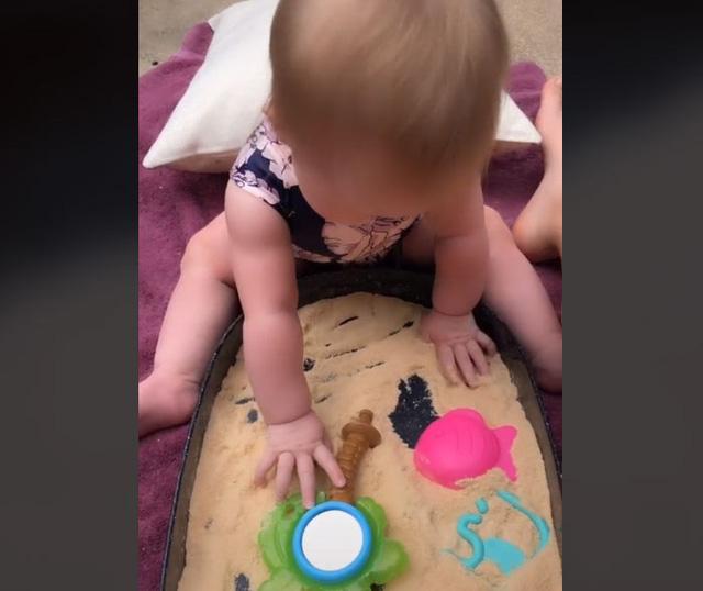 Người mẹ sáng tạo ra loại cát kỳ diệu để có thể ăn được cho con gái - Ảnh 1.