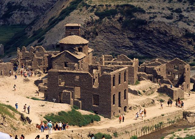 Ngôi làng cổ tại Italy có thể 'lộ diện' sau 26 năm biến mất - Ảnh 1.