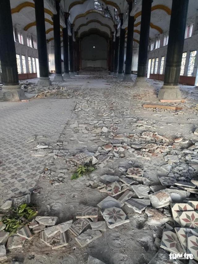 Đang tháo dỡ nhà thờ Bùi Chu - Ảnh 2.