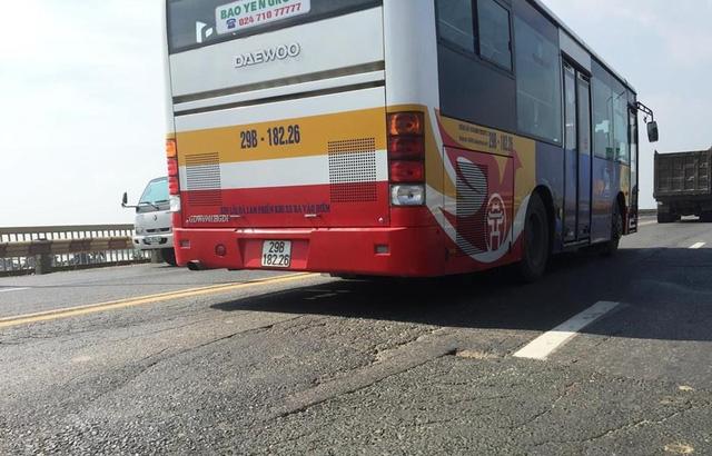 Điều chỉnh lộ trình 16 tuyến buýt để sửa cầu Thăng Long - Ảnh 1.