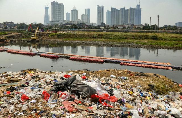 Indonesia biến rác thải thành nhiên liệu - Ảnh 1.