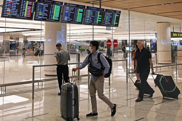Singapore áp dụng các biện pháp bảo đảm hạn chế tiếp xúc tại sân bay - Ảnh 1.