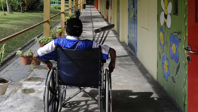 Từ 1/10 Singapore thực hiện chương trình bảo hiểm cho người tàn tật - Ảnh 1.
