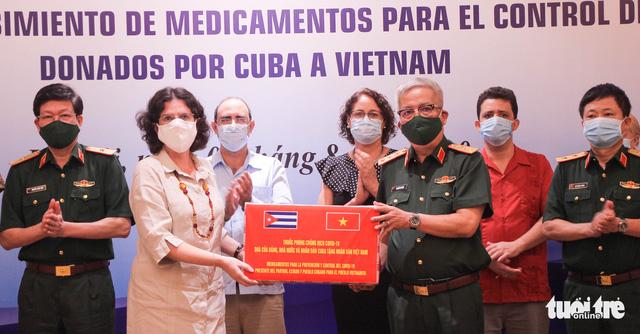 Cuba tặng thuốc, cử chuyên gia sang Việt Nam hỗ trợ chống dịch COVID-19 - Ảnh 1.
